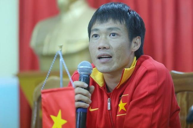 Màn quỳ lạy HLV để xin rời ĐT Việt Nam và cú đổi kèo ngoạn mục của nhà vô địch AFF Cup - Ảnh 1.