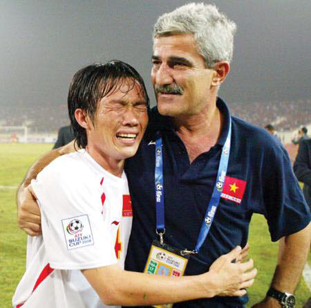 Màn quỳ lạy HLV để xin rời ĐT Việt Nam và cú đổi kèo ngoạn mục của nhà vô địch AFF Cup - Ảnh 4.