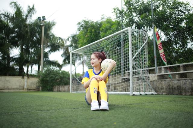 Minh Trang là cô gái cực năng động khi nhiệt tình tham gia các hoạt động Đoàn - Đội khi còn học dưới mái trường phổ thông, tham gia các hoạt động từ thiện tại địa phương và trường đại học để giúp đỡ những hoàn cảnh còn gặp nhiều khó khăn.