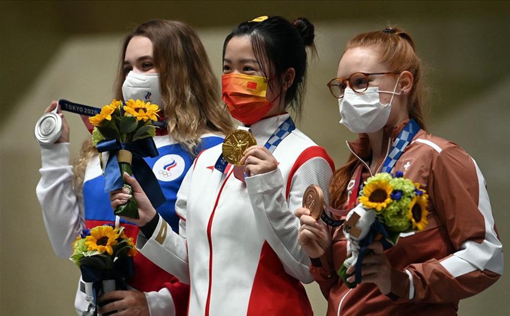 Xạ thủ sinh năm 2000 của Trung Quốc lội ngược dòng, đạt 2 dấu mốc lịch sử tại Olympic