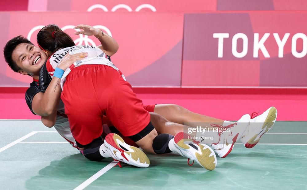 Đôi VĐV Đông Nam Á gây sốc ở Olympic, đánh bại đối thủ Trung Quốc để giành huy chương vàng
