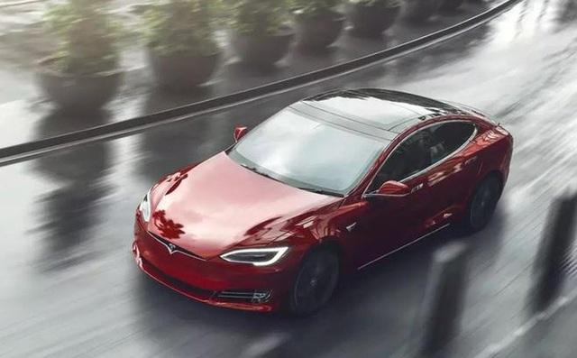 Đây là lý do tại sao khi bạn mua xe điện Tesla thì hàng xóm cũng muốn sang ăn mừng