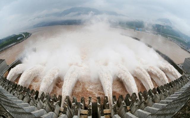 Việt Nam ứng phó ra sao nếu Trung Quốc xả lũ ồ ạt?