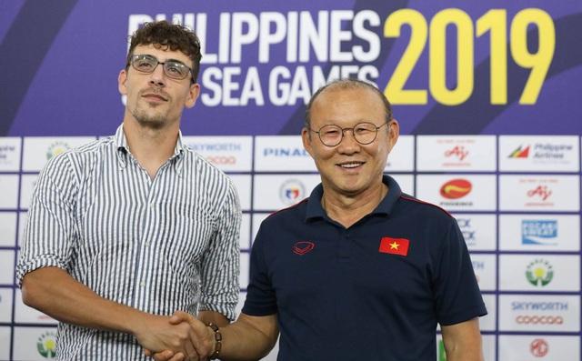 HLV từng thảm bại trước thầy Park bất ngờ chia tay tuyển Campuchia