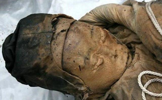 """Xác ướp 700 năm nguyên vẹn bất ngờ lộ ra khi làm đường ở TQ và những bí ẩn """"đau đầu"""""""