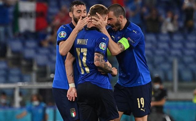 Italia hùng dũng khẳng định tham vọng vô địch; Gareth Bale hóa