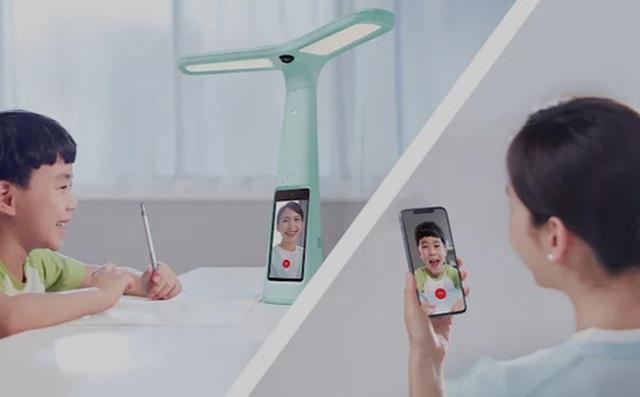 Đèn bàn thông minh tích hợp camera giám sát đang trở thành trào lưu giáo dục mới nhất ở Trung Quốc