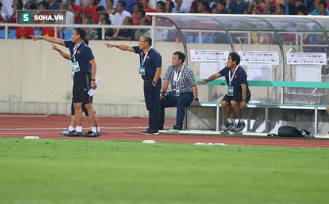 Sau lời cảm ơn học trò, thầy Park buông câu nói đùa về điều không hài lòng khi hạ Malaysia