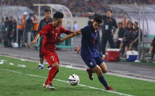 Fan Thái Lan hoang mang khi đội nhà mang 2