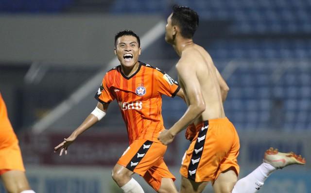 Thanh Hóa bị cựu tuyển thủ U19 hạ gục, HAGL, Viettel xoa tay