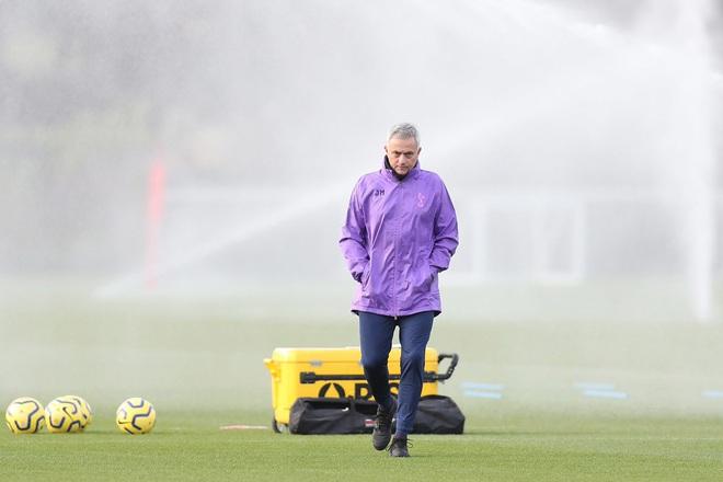 Mourinho dẫn Tottenham, cái bắt tay vì đồng tiền - Ảnh 3.