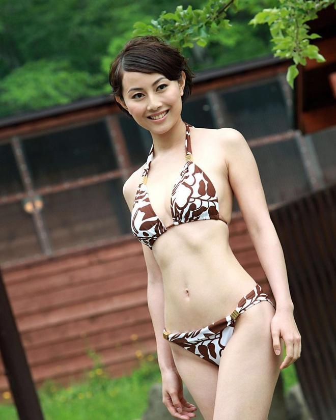Nhan sắc nóng bỏng của Hoa hậu Hong Kong thẳng thừng từ chối lời mời tiền tỷ từ đại gia - Ảnh 2.
