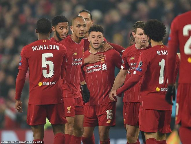 Barcelona trượt ngã, Premier League mỉm cười trong đêm điên rồ của Champions League - Ảnh 5.