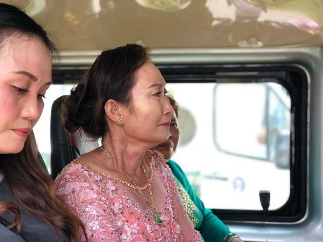 Con gái một đi lấy chồng xa, khoảnh khắc mẹ đẻ ôm cô dâu khóc nghẹn trong ngày vu quy gây xúc động  - Ảnh 9.