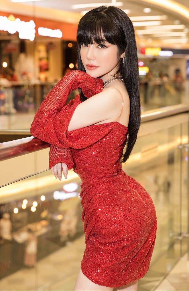 Elly Trần mặc sexy, ôm chặt Nam Thư tại sự kiện - Ảnh 10.