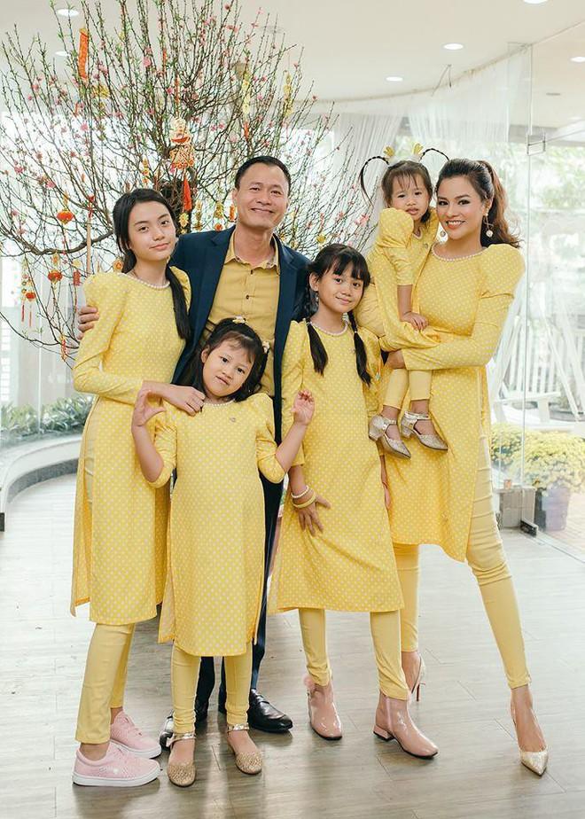 Ngoài Cường Đô la - Đàm Thu Trang, showbiz Việt không thiếu những cặp chân dài - đại gia hạnh phúc với cuộc sống gia đình bình yên - Ảnh 10.