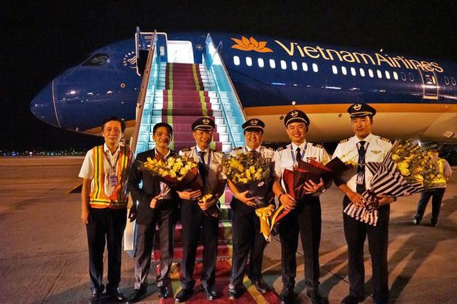 Cận cảnh siêu máy bay Boeing 787-10 lớn nhất Việt Nam đáp xuống Nội Bài - Ảnh 7.