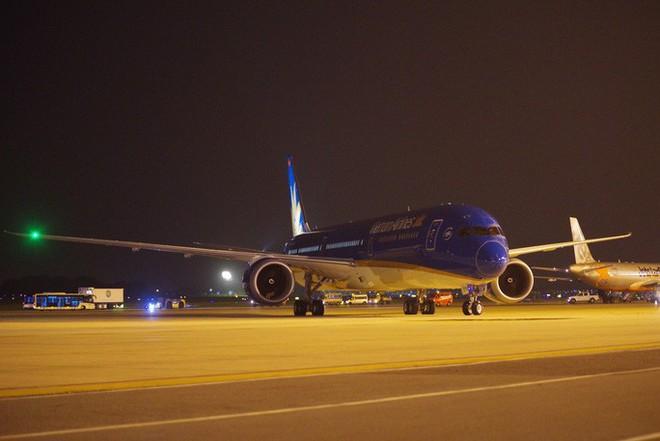 Cận cảnh siêu máy bay Boeing 787-10 lớn nhất Việt Nam đáp xuống Nội Bài - Ảnh 8.