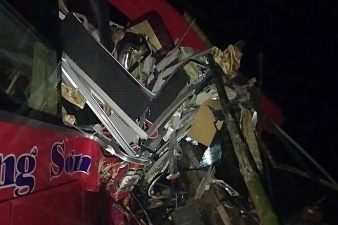 Hiện trường kinh hoàng xe khách giường nằm tông xe tải khiến 16 người thương vong - Ảnh 5.