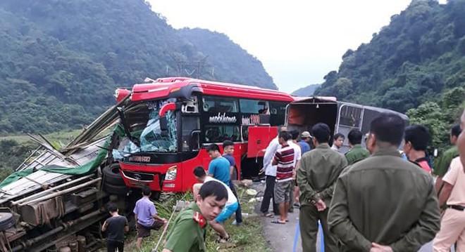 Hiện trường kinh hoàng xe khách giường nằm tông xe tải khiến 16 người thương vong - Ảnh 3.