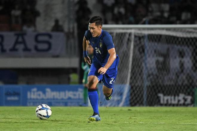 Fan Thái Lan hoang mang khi đội nhà mang 2 lưỡi dao cùn đấu Việt Nam - Ảnh 1.