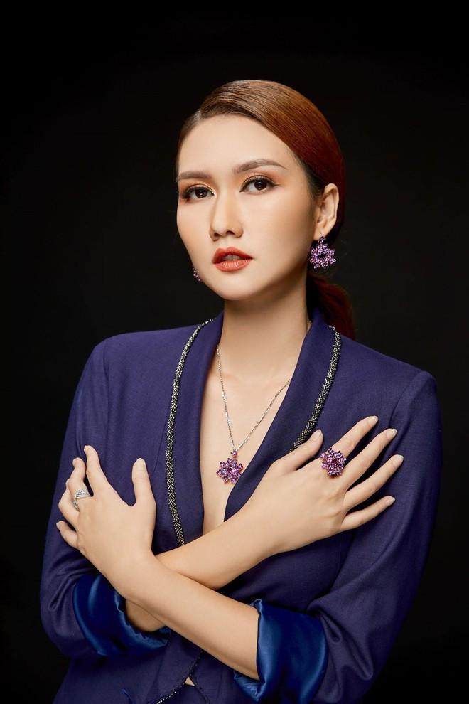 MC Hương Giang nói về mối quan hệ với bạn trai kém tuổi: Chuyện tình cảm hiện nay đang bùng nhùng lắm - Ảnh 10.