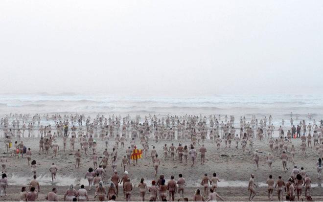 24h qua ảnh: Du khách xem thủy triều trên sông Tiền Đường - Ảnh 7.
