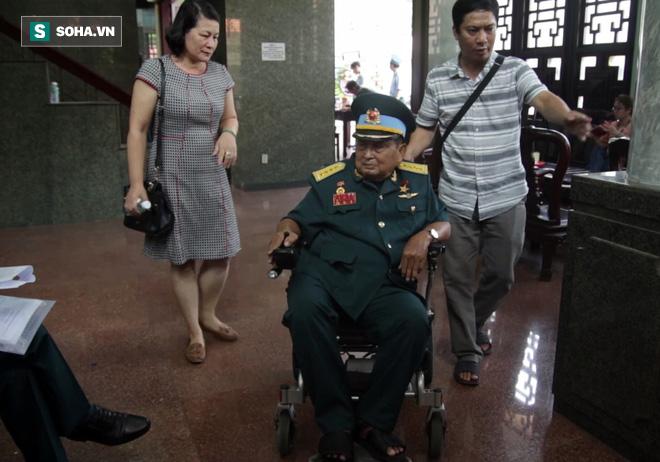 [Ảnh] Xúc động những người đồng đội chào tiễn biệt phi công huyền thoại Nguyễn Văn Bảy - Ảnh 12.