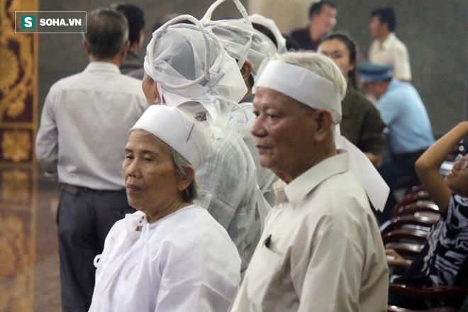 [Ảnh] Xúc động những người đồng đội chào tiễn biệt phi công huyền thoại Nguyễn Văn Bảy - Ảnh 10.