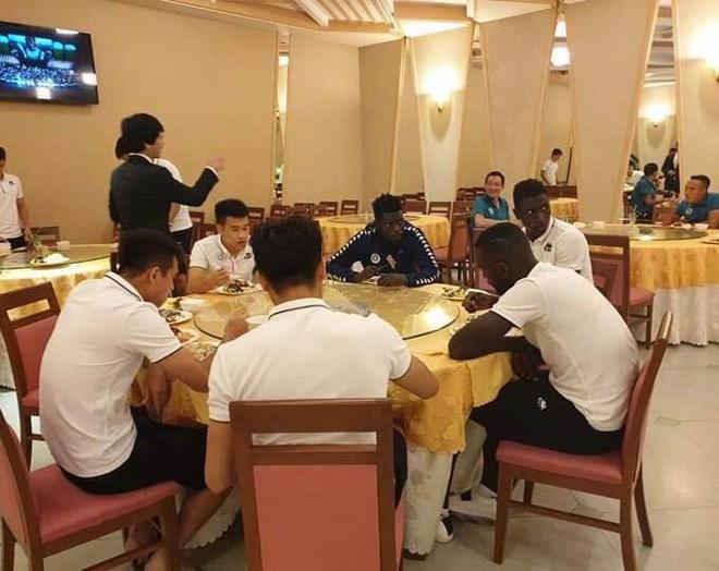 Hà Nội FC được tiếp đón nồng hậu tại Triều Tiên - Ảnh 1.