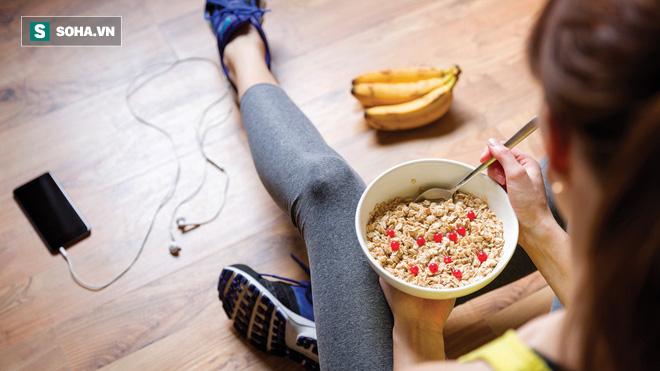 Nên ăn trước hay sau tập gym: Đây là câu trả lời của HLV thể hình và chuyên gia dinh dưỡng - Ảnh 1.