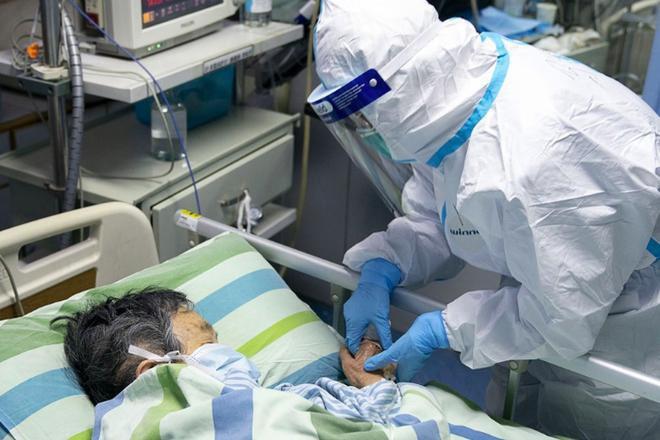 Hơn 1.700 nhân viên y tế Trung Quốc bị lây Covid-19, 6 người chết - Ảnh 1.