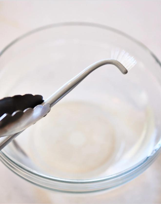 Chớ vội vứt đi chiếc bàn chải đánh răng đã cũ, để lại làm công cụ vệ sinh tuyệt vời chỉ với mẹo hữu ích này - Ảnh 5.