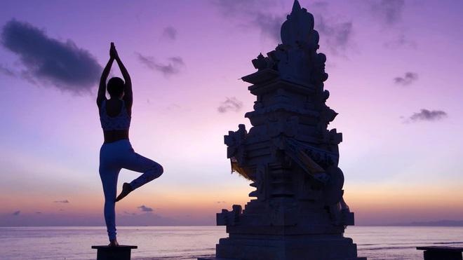 img8560 1585127097009391401686 - Bộ ảnh tập Yoga vòng quanh thế giới tuyệt đẹp, danh tính của nhân vật chính còn gây bất ngờ hơn