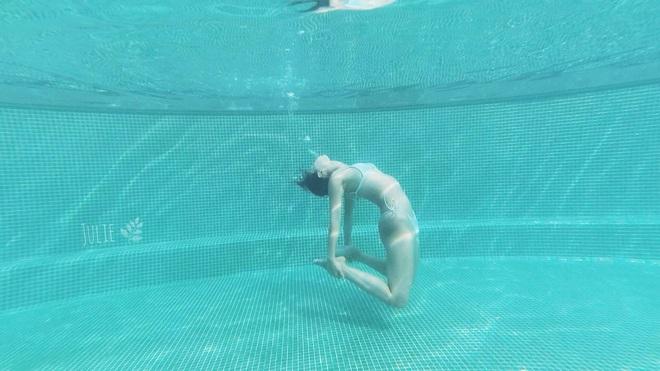 img8592 1585127608849579311896 - Bộ ảnh tập Yoga vòng quanh thế giới tuyệt đẹp, danh tính của nhân vật chính còn gây bất ngờ hơn