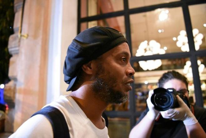 Giữa dịch Covid-19, tù nhân Ronaldinho sống thế nào trong nhà giam bằng vàng? - Ảnh 5.