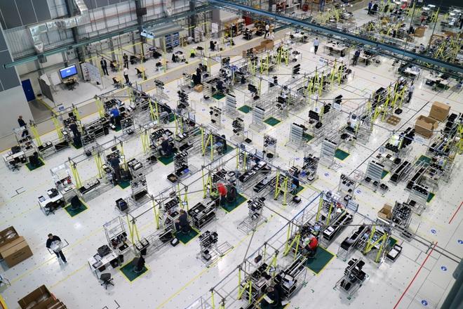 Sững sờ với cảnh lắp ráp máy thở trong xưởng máy bay Airbus - Ảnh 1.